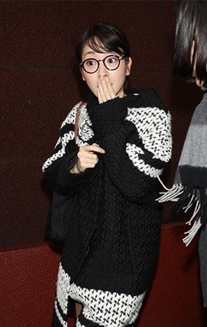 黒縁メガネの三上真奈